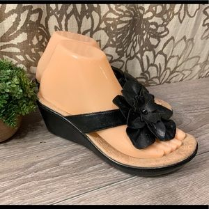 Boc Born Black And Tan Floral Wedge Sandals Sz 7